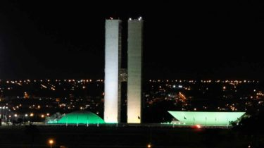 The Houses of the Brazilian Congress, lit up green for homeopathy awareness