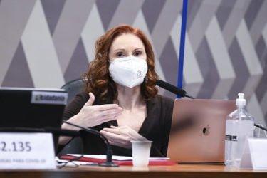 Natalia gives her deposition. Photo: Jefferson Rudy/Senate Agency